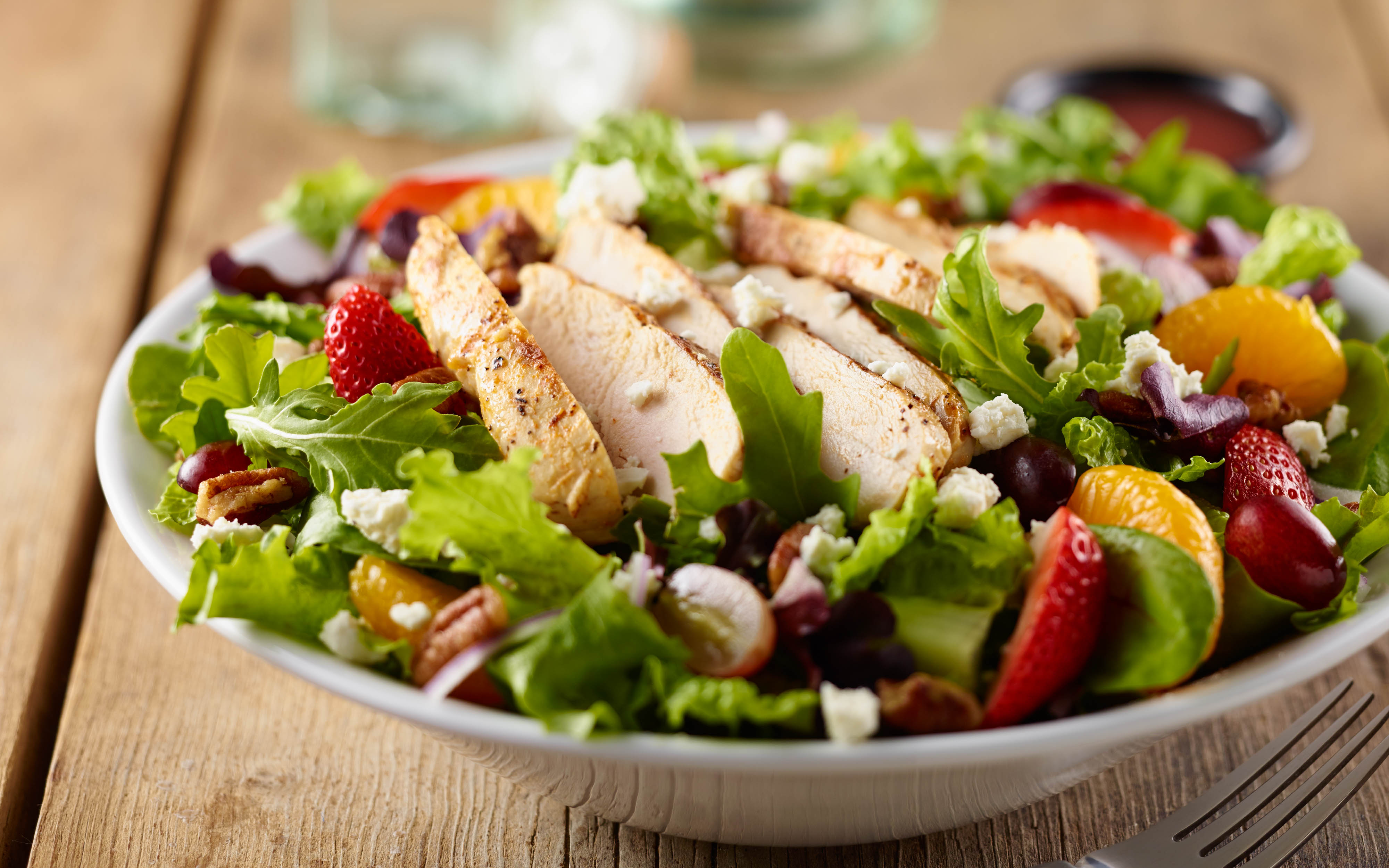 grilled-chicken-and-strawberry-salad